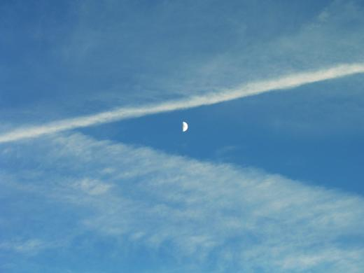 Cloud moon symmetry pacman reminding thing